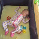 Spící miminko se hlídá lehce