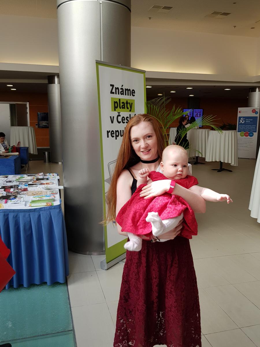 Deti Na Konferenci Equal Pay Day Zeny Sobe Baby Officebaby Office