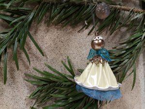 Vánoční ozdoba z recyklovaného materiálu