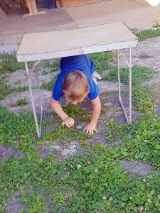 Podlézání stolu - překážková dráha