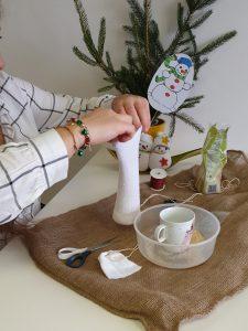 Sněhulák z ponožky - 2. krok